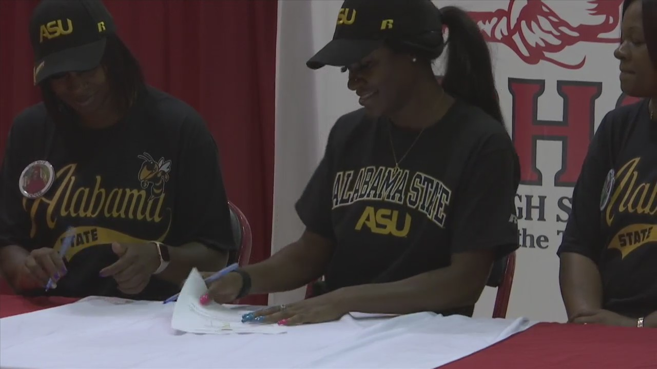 Bay's Denise White signs to run track at Alabama State