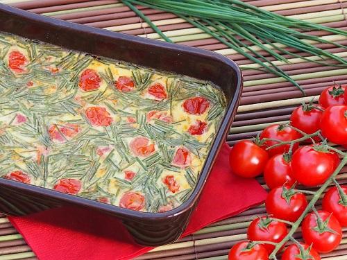 flan aux tomates cerise et à la ciboulette pour le déjeuner