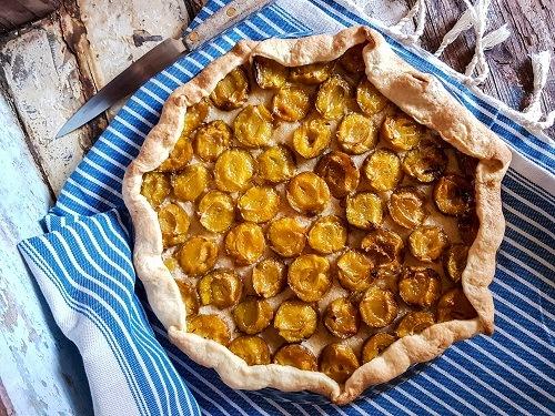 tarte rustique gourmande aux prunes, des reines claudes cet été