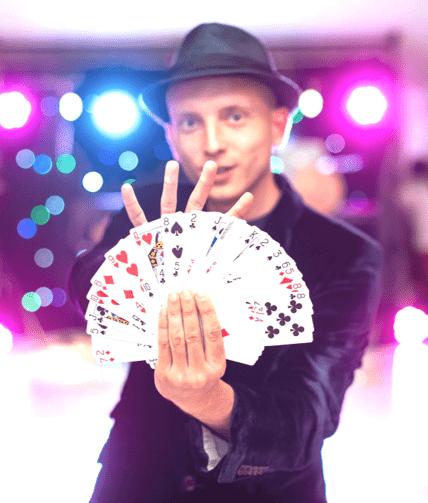 Walk around illusionist-min
