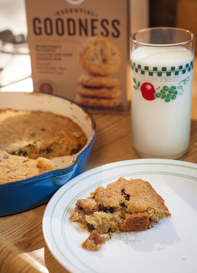 Chocolate Chip Skillet Cookie with Degustabox