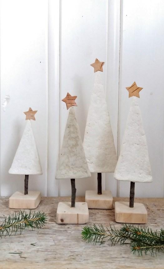 juletrær av pappmache