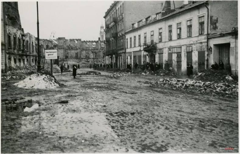 "1940 - Gnojna Street, the Ladowski tea house, formerly ""At Fat Joe's"" restaurant"