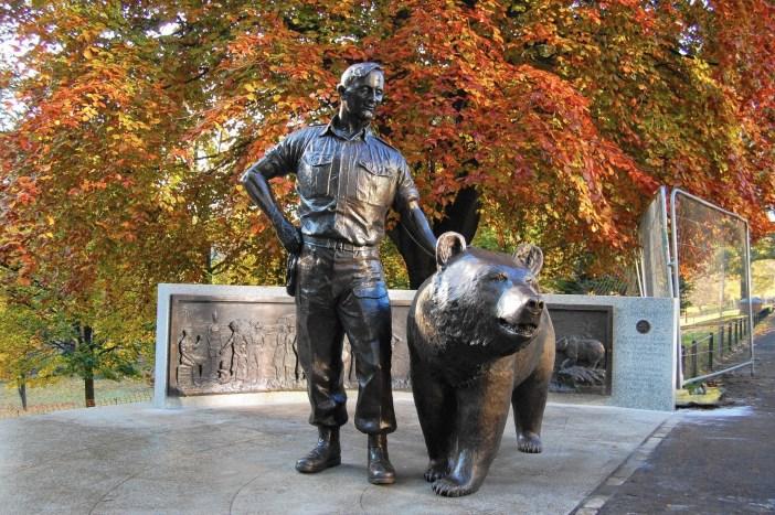ct-pets-wojtek-statue-1111-20151121