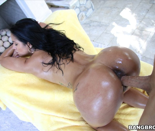 Sexy Oiled Latina Girl Abby Lee Brazil Fucking A Huge Cock Outdoor