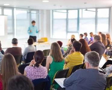 Mit Vorträgen Kunden gewinnen
