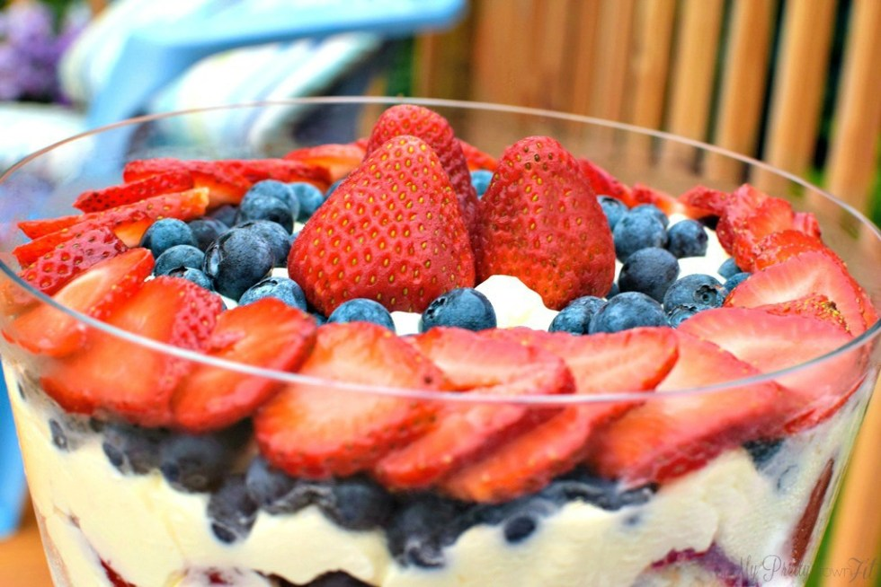 Berry Cheesecake Trifle | My Pretty Brown Fit