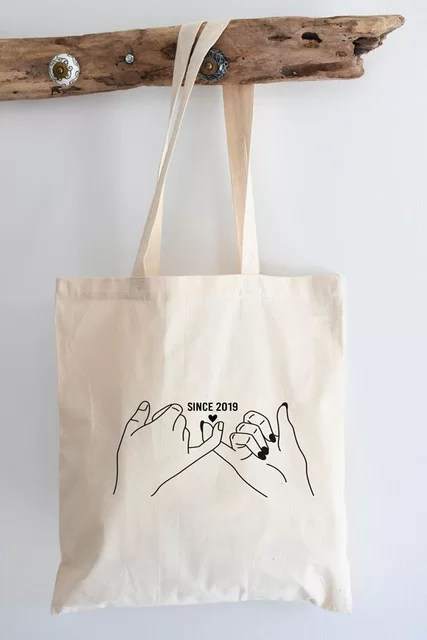 tote-bag-mains-couple-avec-date