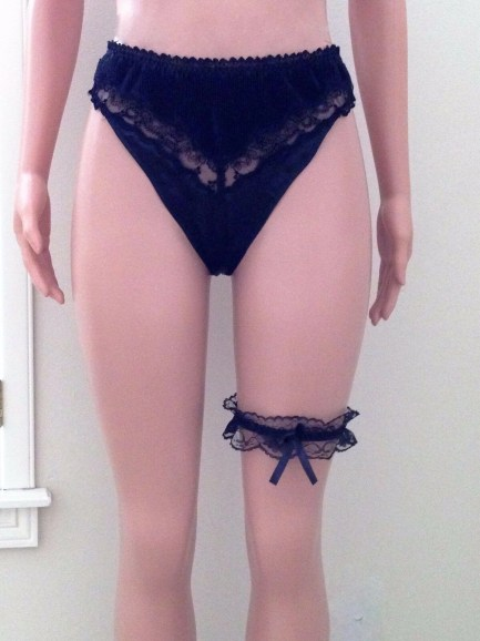Classy leg garter with satin bow black