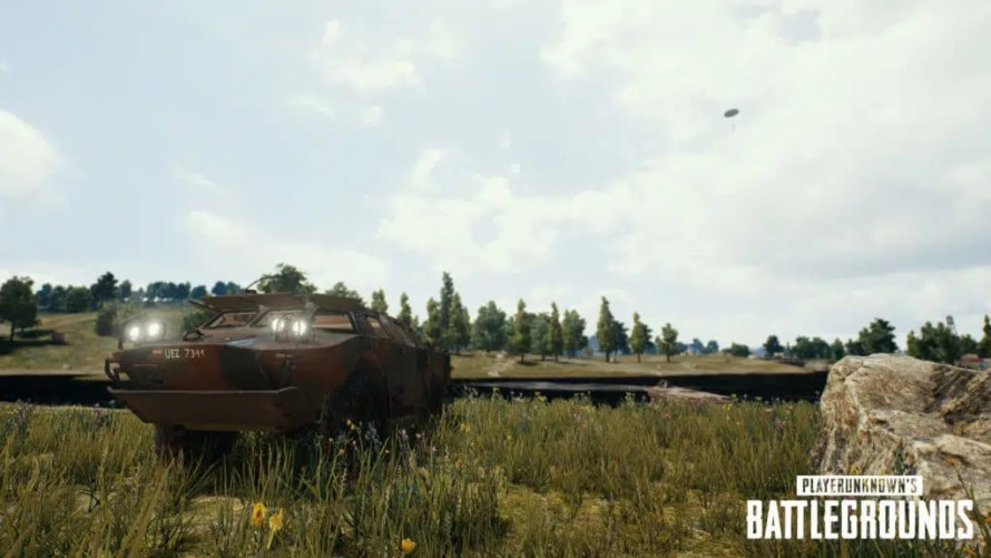 Nouveau véhicule, le BRDM-2 ! C'est un blindé léger amphibie