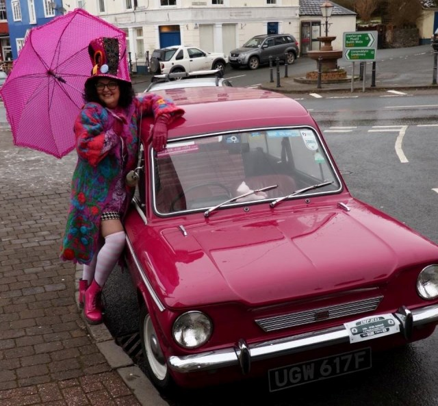 Berni with her car and a pink umbrella