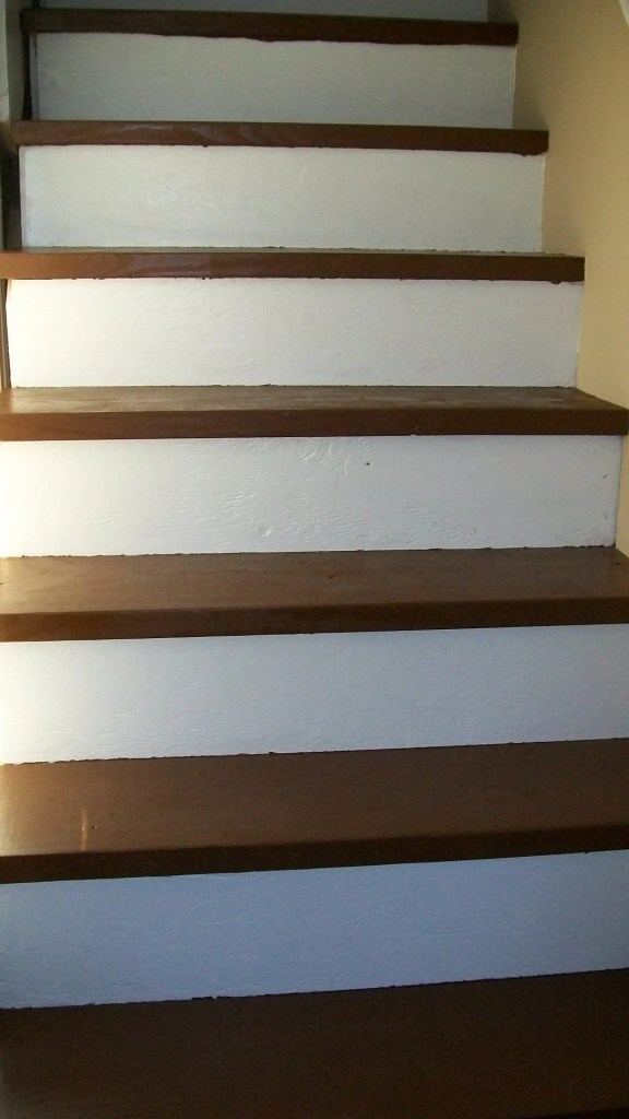 makeover-stairs-with-paint