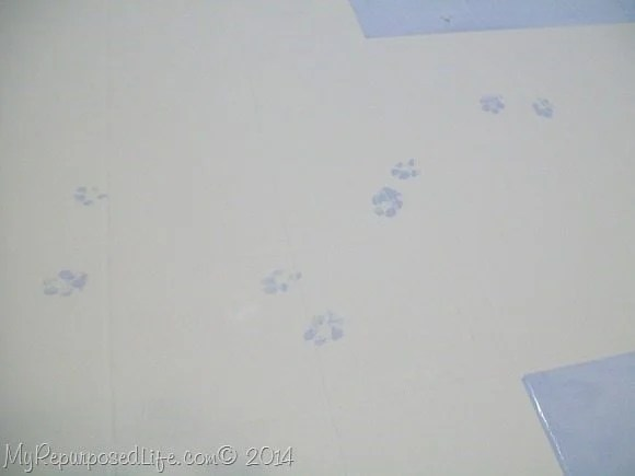 paw-prints-paint