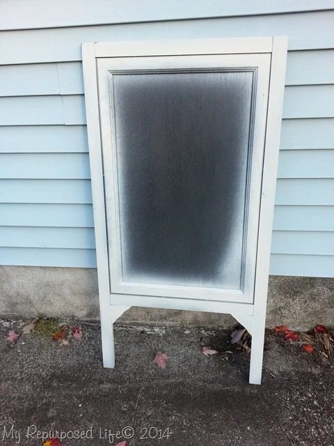 diy-chalkboard-easel-cabinet-doors
