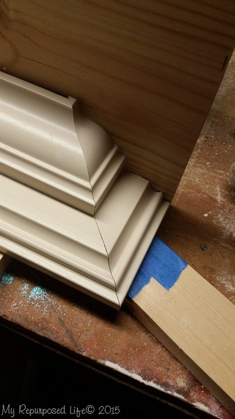 glue-crown-molding