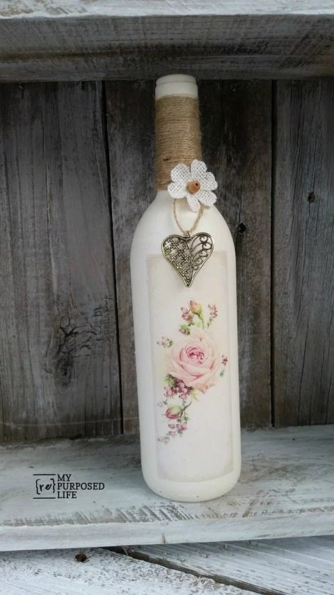 How to remove labels from wine bottles easily and then paint and decorate for awesome home decor ideas! #MyRepurposedLife #repurposed #winebottles #homedecor #easy #projects via @repurposedlife