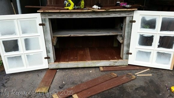 outdoor-buffet-repurposed-windows-doors