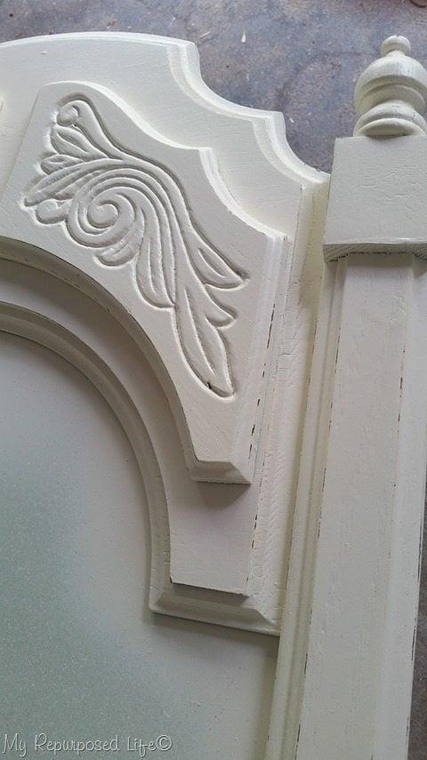 white-dresser-mirror-detail
