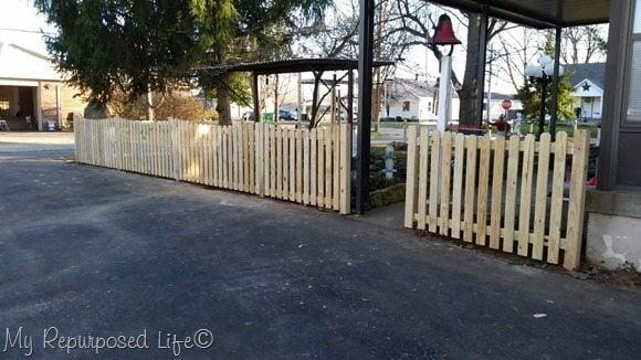 driveway-side-diy-picket-fence