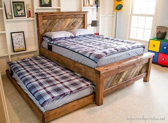 farmhousepalletbedwithrollingtrundle_thumb