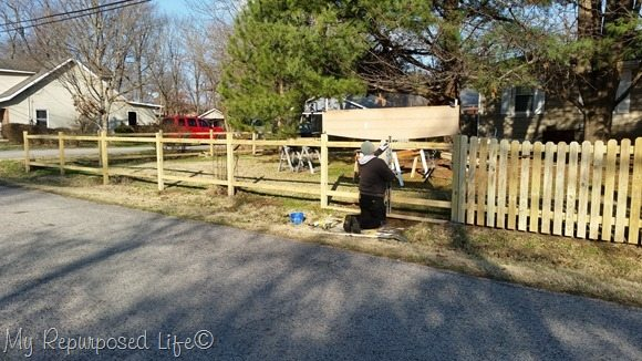 diy-picket-fence-level