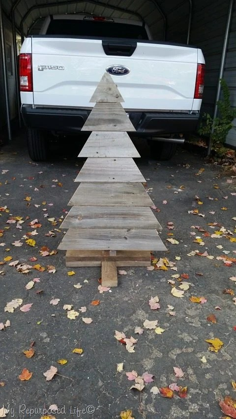dry fit for rustic pallet Christmas tree