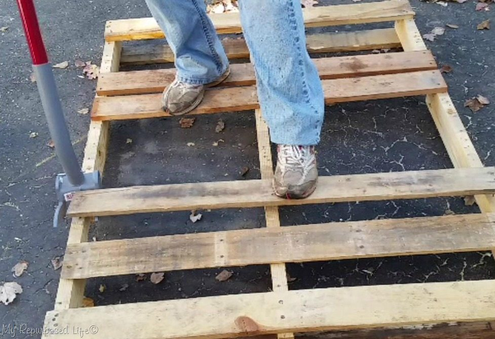 how to dismantle a pallet quick and easy