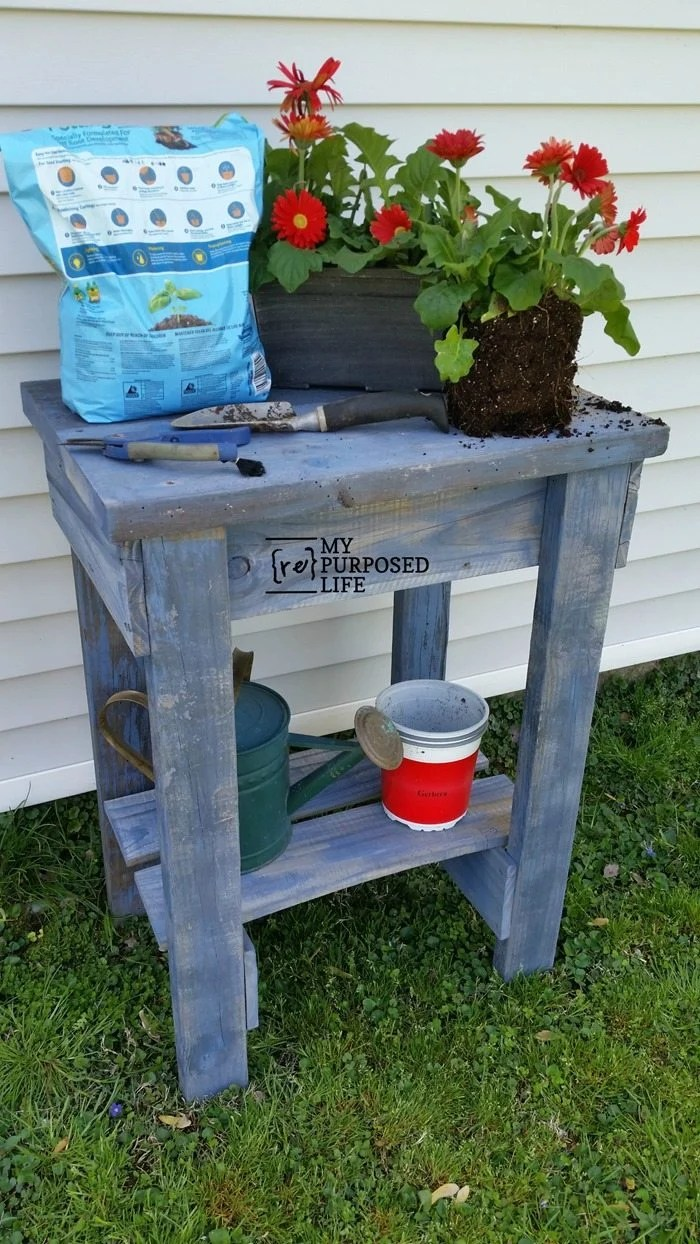 How to make a rustic garden table perfect for potting, entertaining and more. Step by step tutorial using reclaimed fence boards. Weekend project for you.