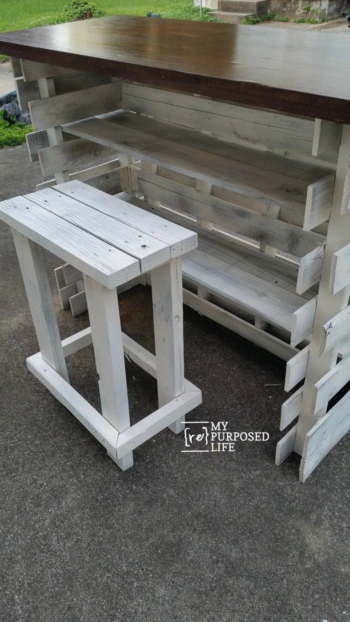 rear view diy portable folding pallet bar MyRepurposedLife.com