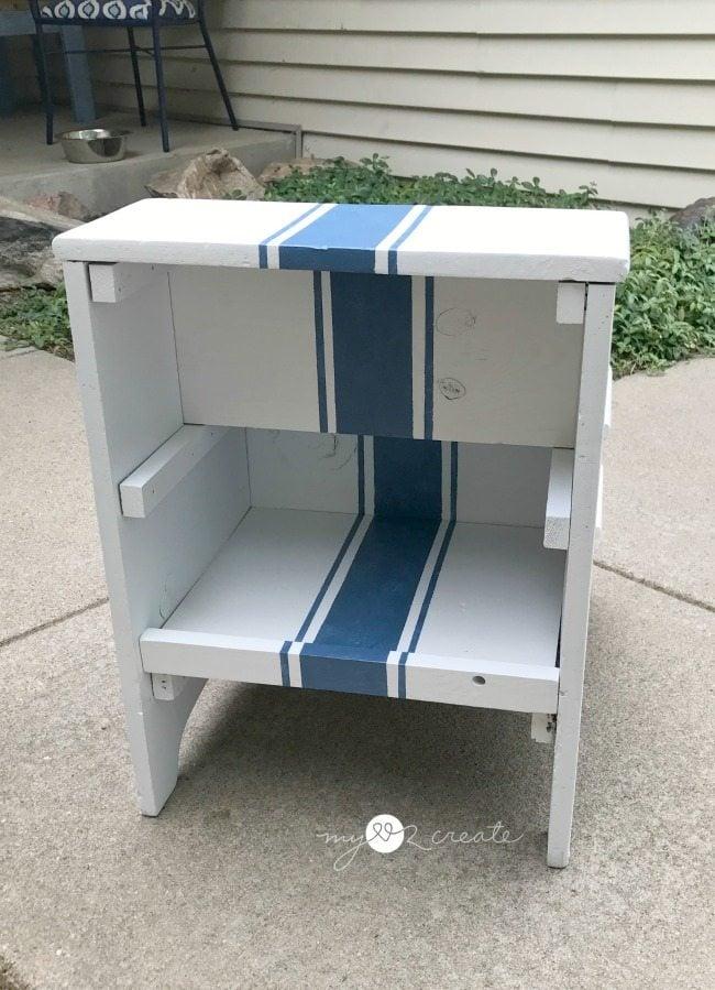 back shelf of grain stripe step stool