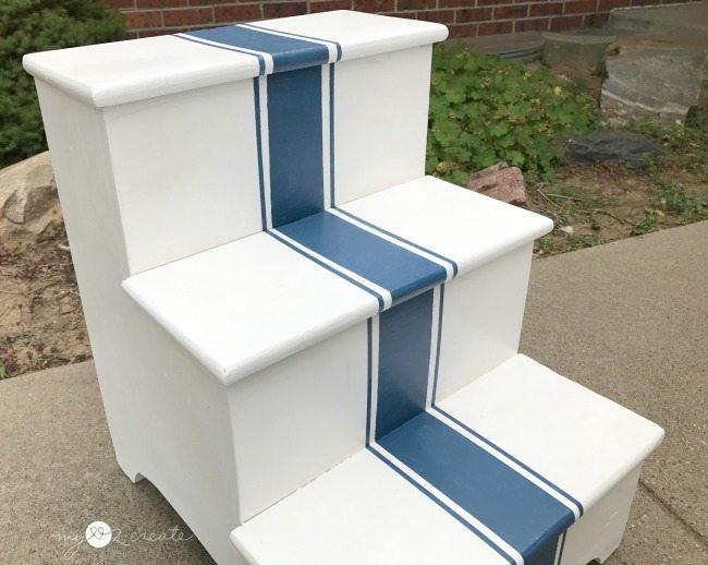 close up grain stripe step stool