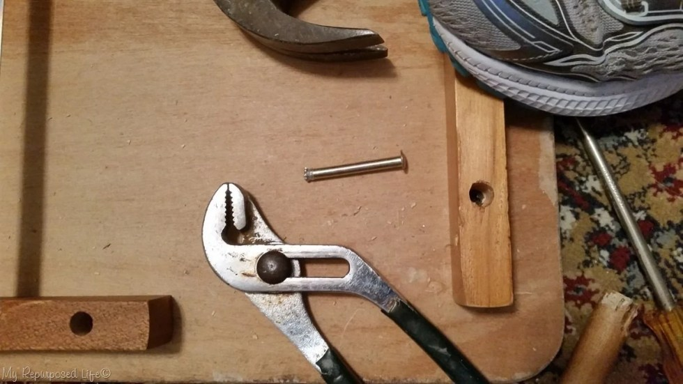 remove pin from table bracket