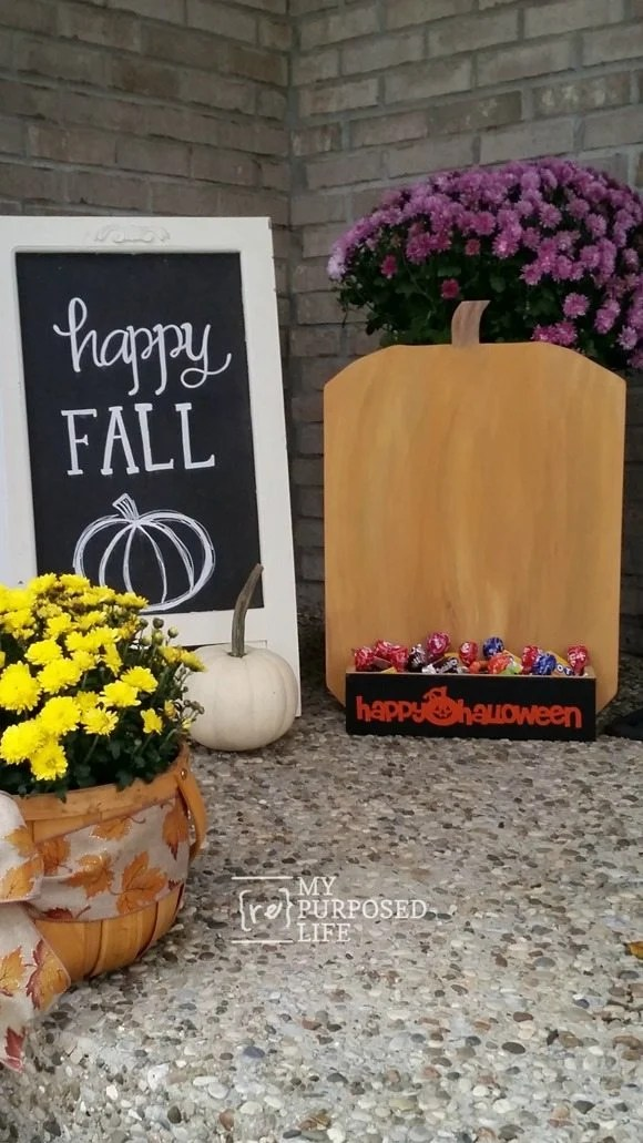 harvest yard sign Fall porch MyRepurposedLife.com