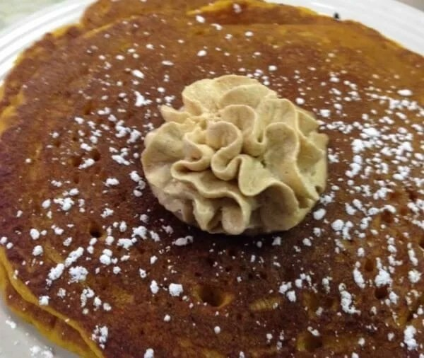 pumpkin-pancakes-with-cinnamon-mousse