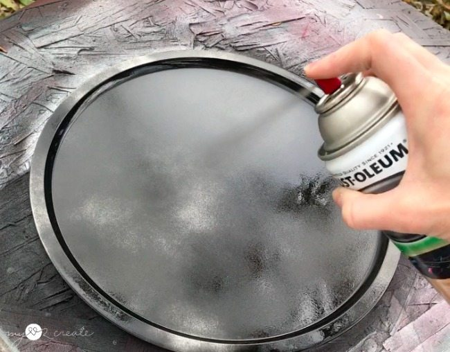 spray paint pizza tray with chalkboard paint