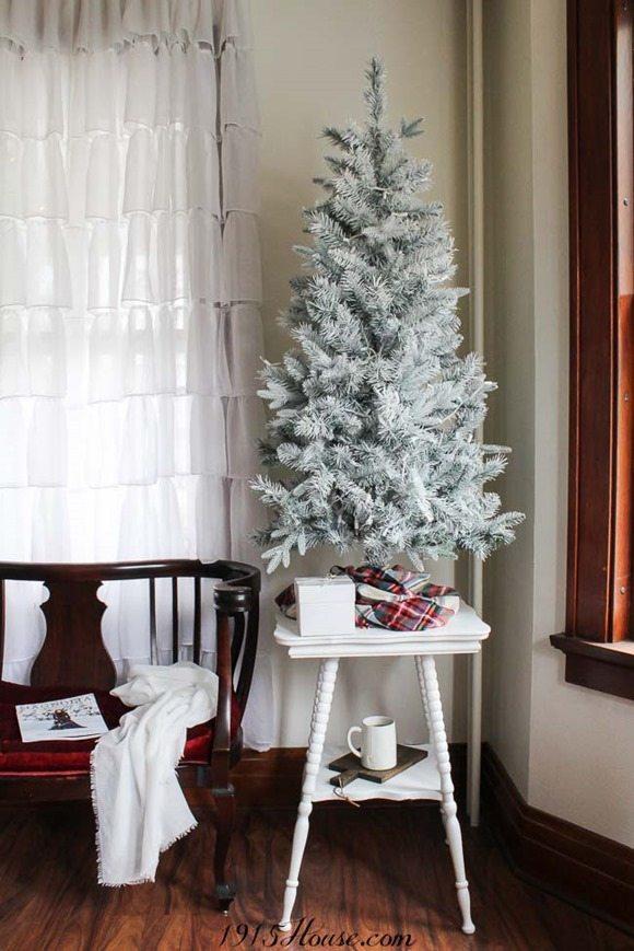 diy white Christmas treee