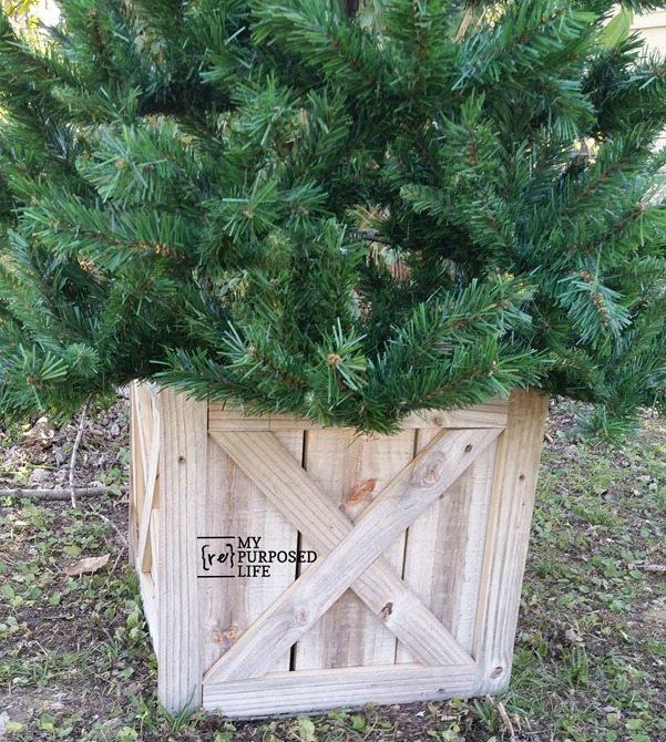 how to Christmas Tree Box the perfect alternative to suing a tree skirt MyRepurposedLife.com