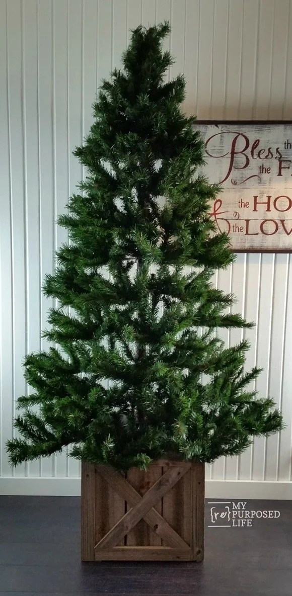 Cover up that Christmas tree stand with a reclaimed rustic box. This easy project will have you smiling as soon as you're finished. Easy Fold Flat for storage. #MyRepurposeLife #Repurposed #Christmas #treestand #diy #reclaimed #easytostore via @repurposedlife