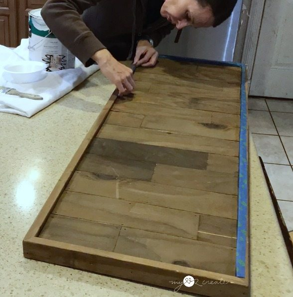 tape frame of planked sign to paint center section