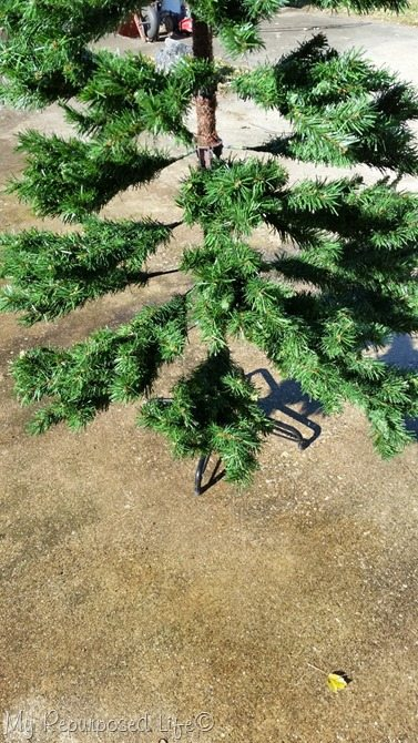 wash artificial Christmas tree