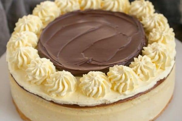 Boston-Cream-Pie-Cheesecake-660x440