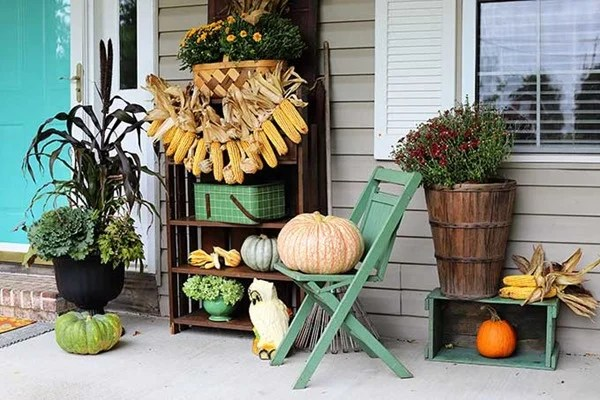 simple fall porch decorating
