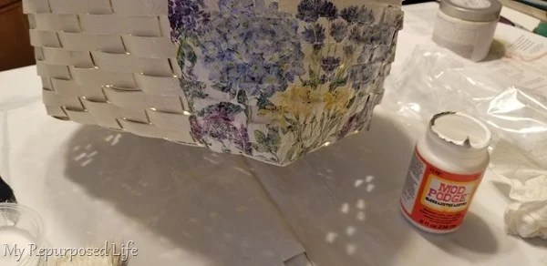 how to decoupage a woven basket with napkins