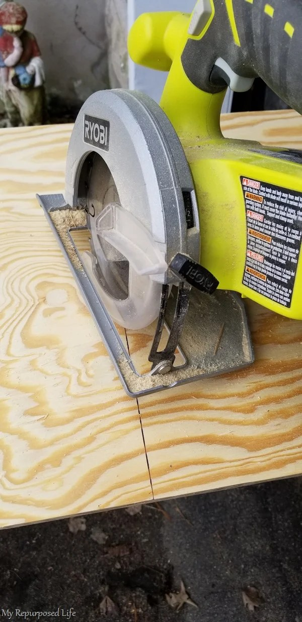 cross cut plywood with battery circular saw