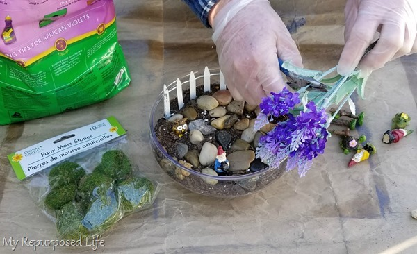 cut flower stems with wire cutters