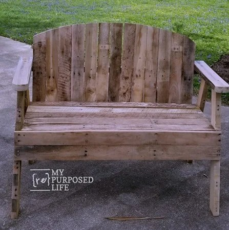 how to make a pallet love seat bench MyRepurposedLife