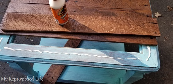 attach pallet table top using wood glue