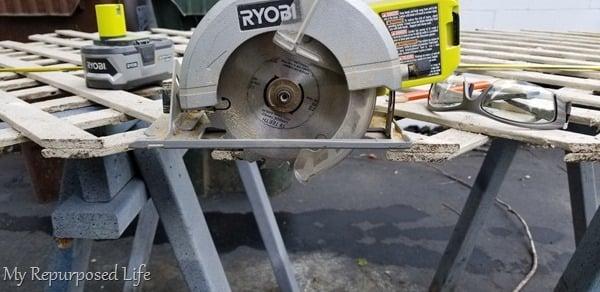 circular saw cuts lattice