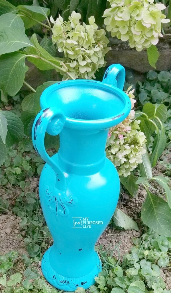 thrift store turquoise distressed vase MyRepurposedLife