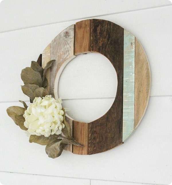 rustic fall wreath using reclaimed wood